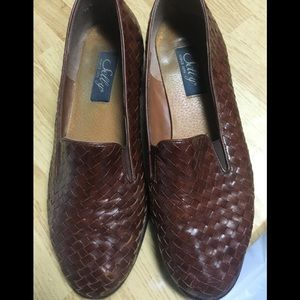 Vintage brown leather loafers size 7 1/2